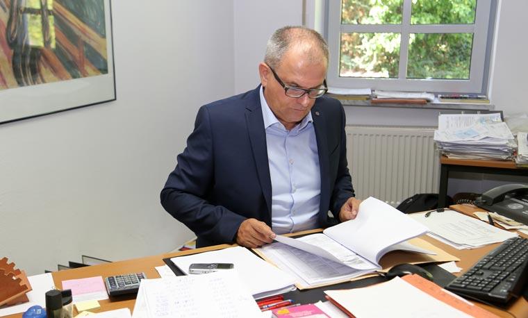 Rechtsanwalt Haslbeck in seiner Kanzlei in Dingolfing